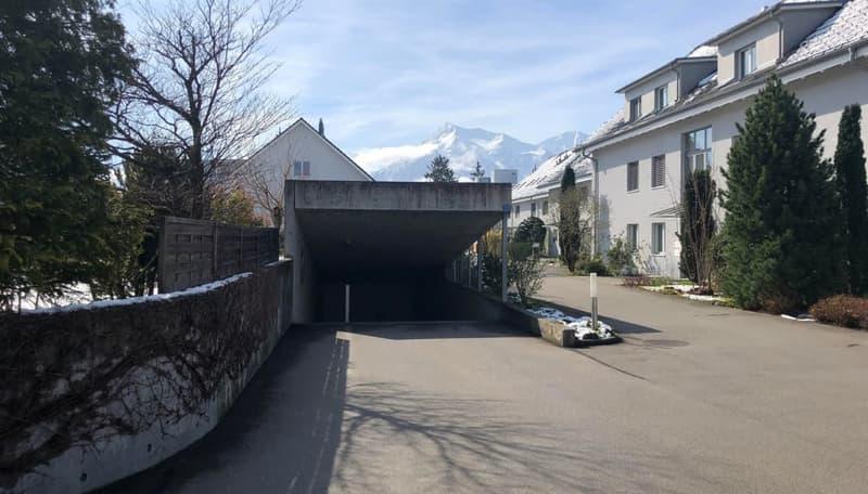 Immobilien Wyss - Einstellhallenplatz mit allg. Waschplatz