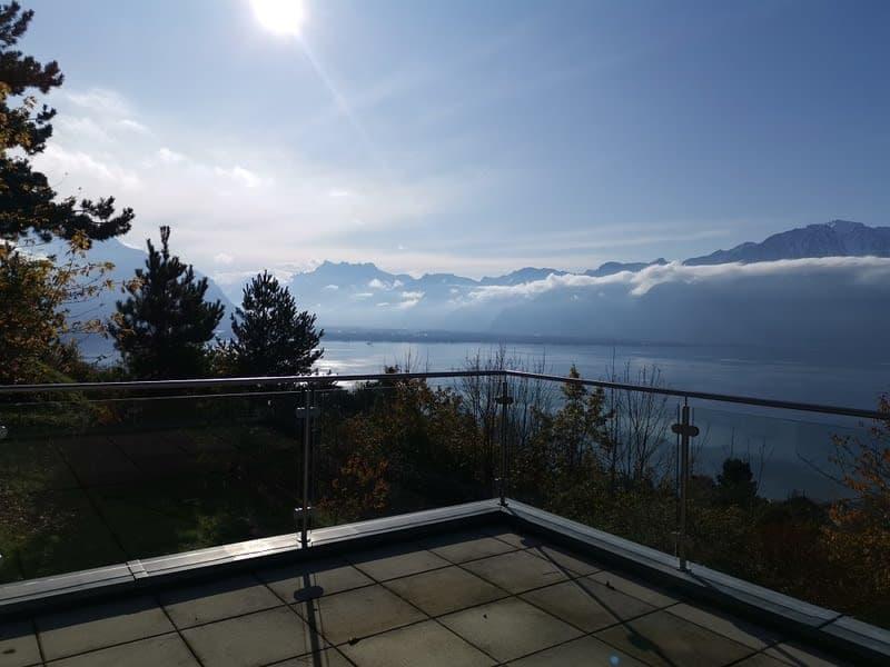 Villa contemporaine avec vue lac imprenable
