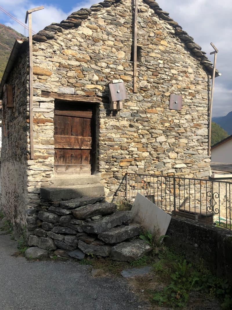 Rustico da ristrutturare in centro Roveredo