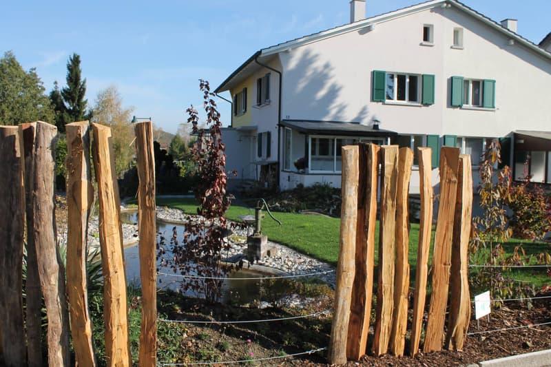 Eck-Einfamilienhaus mit schönem Garten