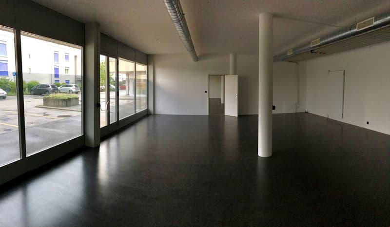 Local 172 m2 grande vitrine, bureau, showroom, crèche, etc.