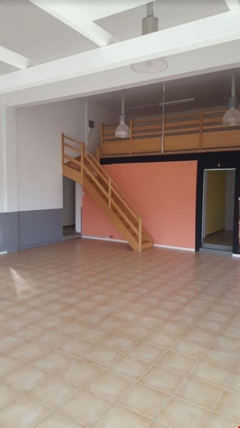 Local - Showroom de 120 m2 à louer