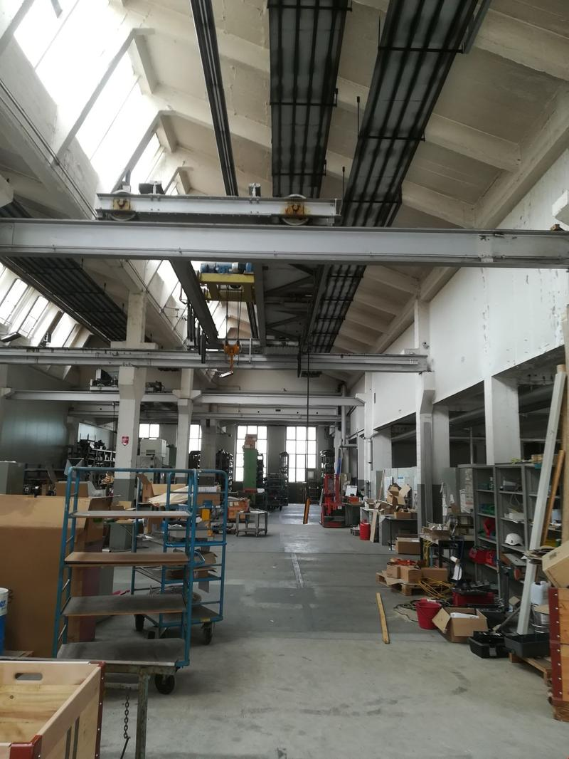 Atelier & dépôt de 904 m2