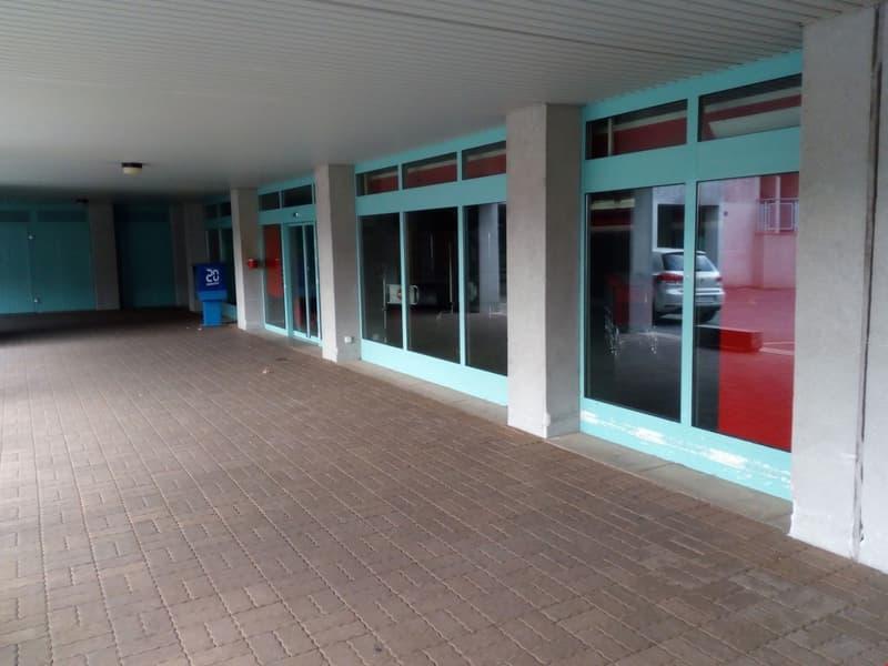 Grand local /showroom à Echallens 417 m2