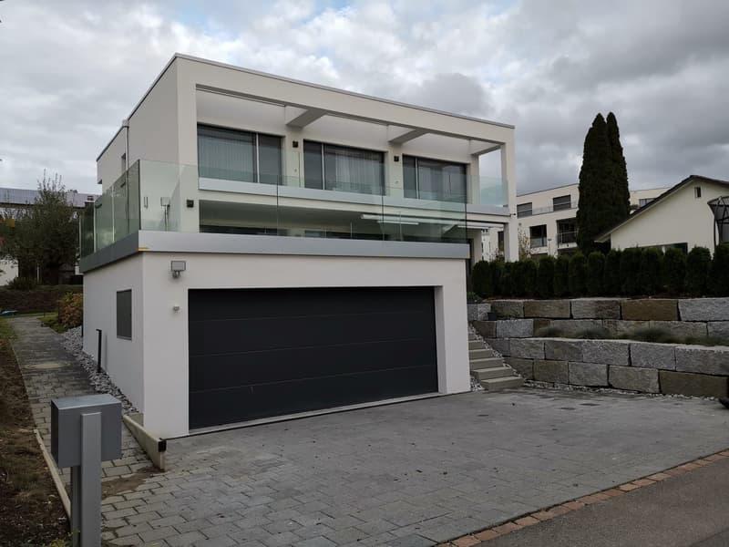 Möbliertes, modernes 7,5-Zimmer Haus AUF ZEIT zu vermieten