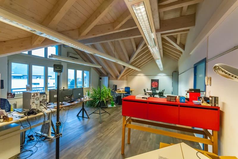 Grosszügiger und heller Büro- und Praxisraum an zentraler Lage