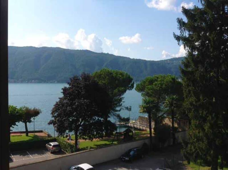 Affascinante 2,5 locali in palazzo d'epoca completamente ristrutturato vista lago a Maroggia.