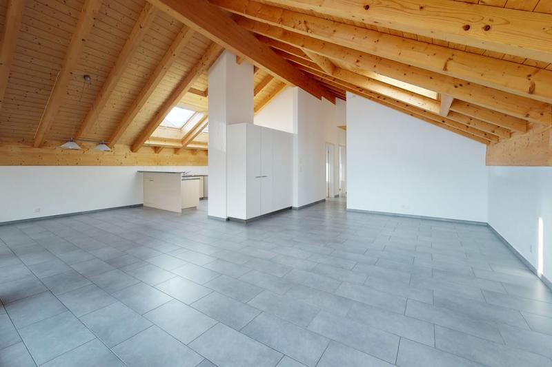 Attraktive luftige Wohnung dank wertvoller Raumhöhe und Dachschräge