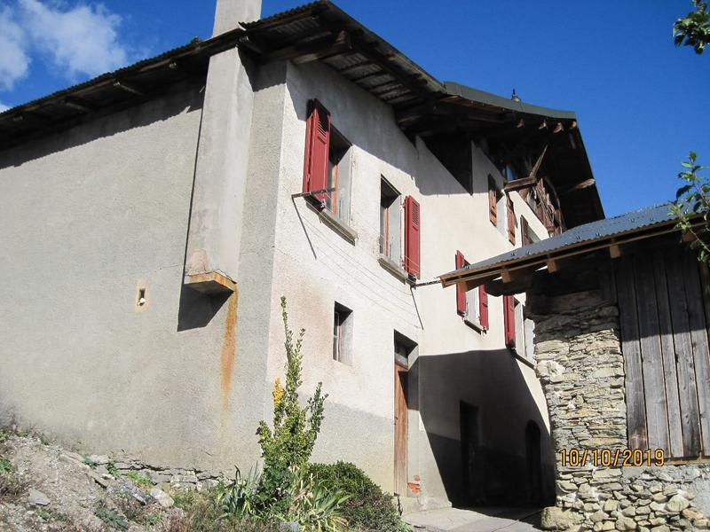 Demi-maison à rénover et terrain de 110 m2 avec remise - Savièse