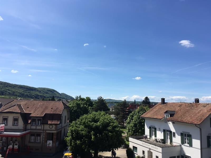 Helle Dachwohnung an zentraler Lage, Nähe Bhf. Ettingen