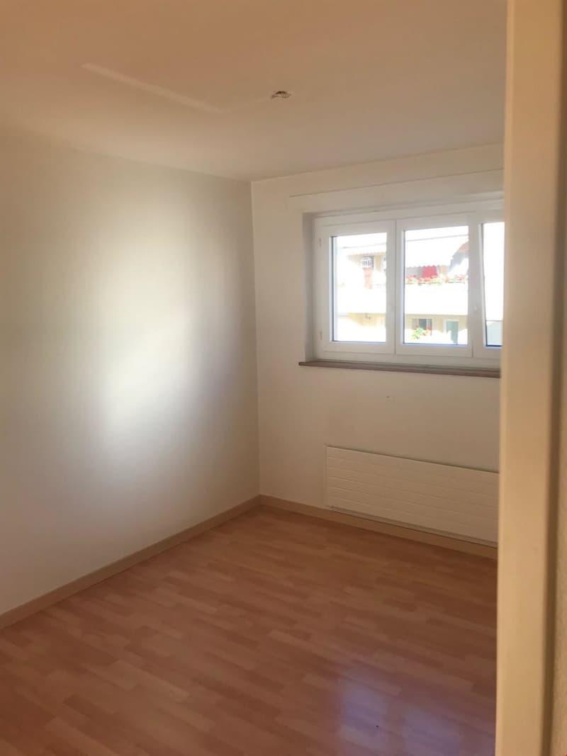 Appartement de 3 pièces, proche de toutes les commodités (2)