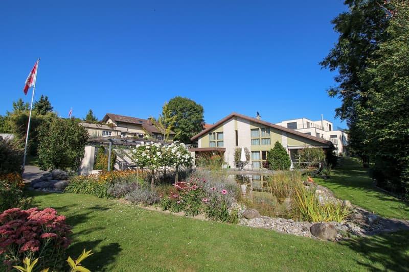 5½-Zimmer-Einfamilienhaus mit Wintergarten, Schwimmteich und Carport