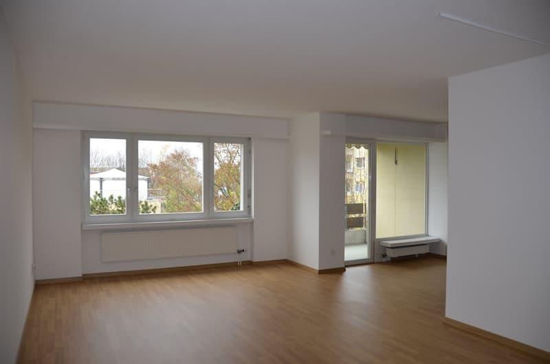 Wohnzimmer einer ähnlichen Wohnung