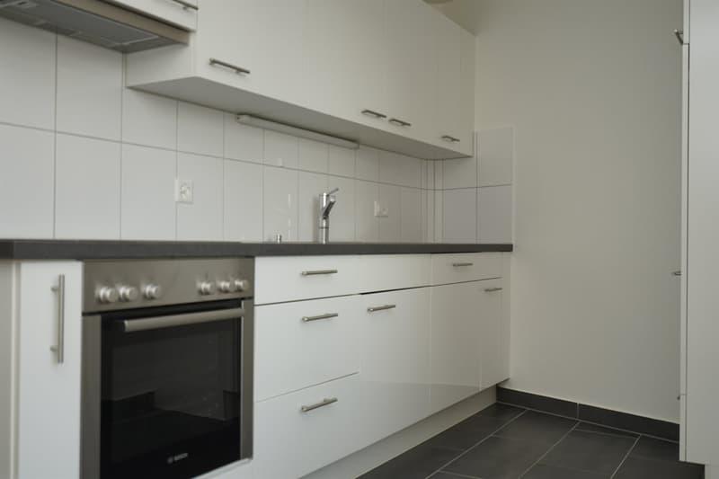 Küche mit Wandschränken