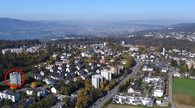 Ruhige, sonnig gelegene, komplett renovierte Wohnung im steuergünstigen Zollikerberg (english below)