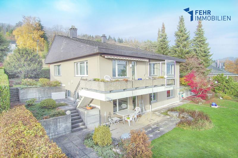 Fehr Immobilien - Top gelegenes 6.5-Zi.-Einfamilienhaus mit unverbaubarer Alpensicht