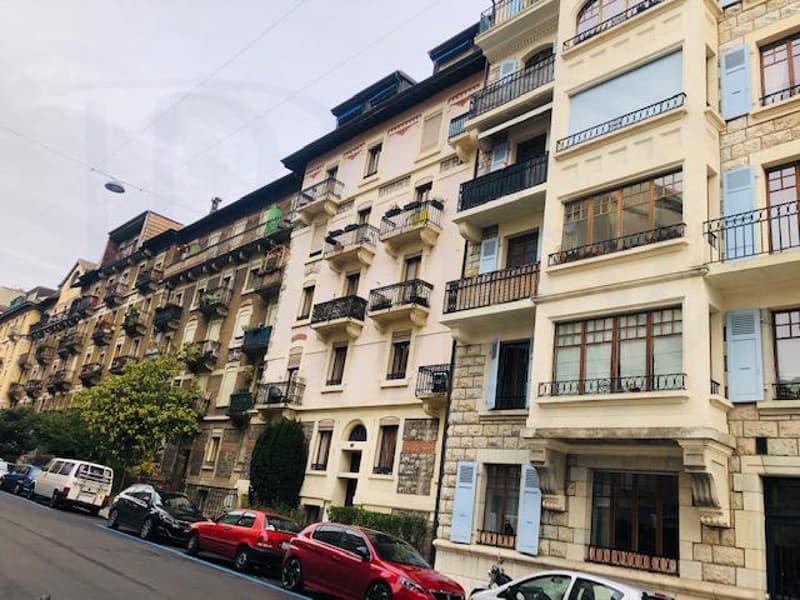 Bel appartement de 4,5 pièces au 5ème étage avec une place de parking