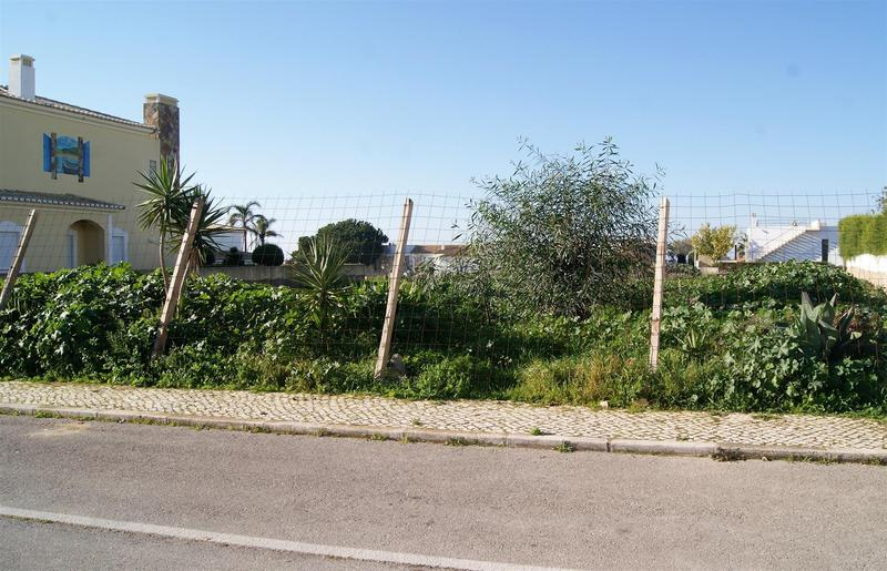 Grundstück in der Nähe des Strandes von Porto de Mós