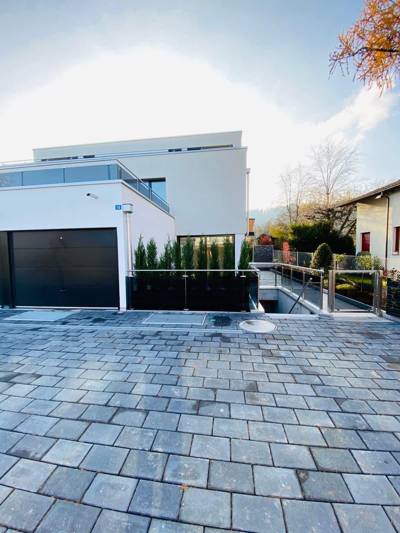 5.5 Zi. Doppelfamilienhaus-Hälfte an ruhiger sonniger Lage mit Seesicht