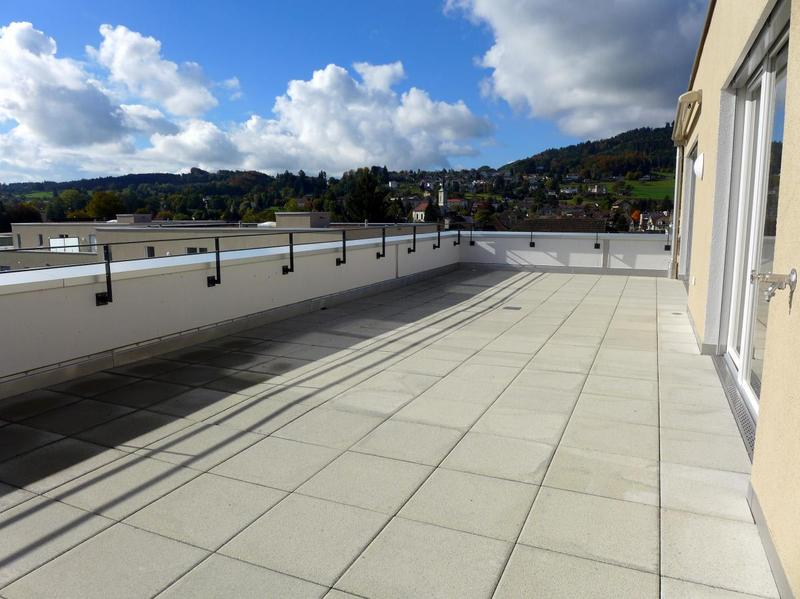 Grosszügige Terrasse mit Weitblick