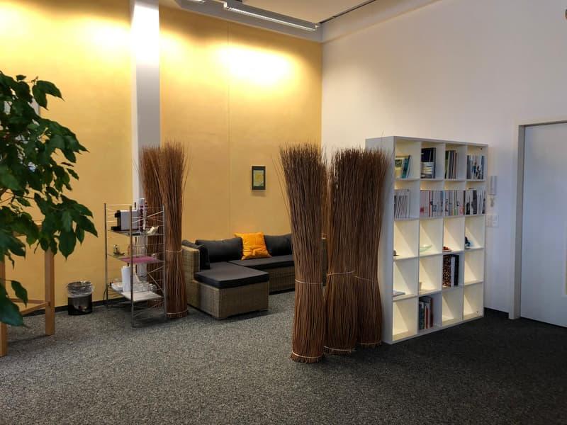 """Helle, hohe Büroräume im historischen """"Schleife-Areal"""" (2)"""