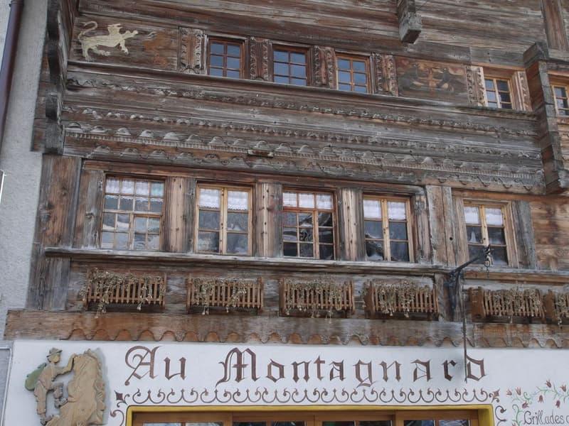 Restaurant - Château-d'Oex Triplex situé au centre du village