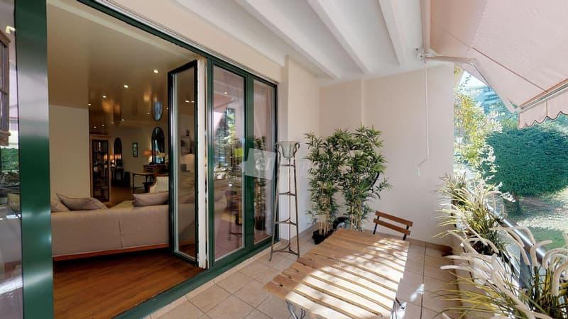 Appartement traversant face au parc des Eaux-Vives