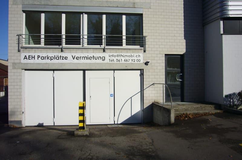 Eingang zum Laden im Hochparterre