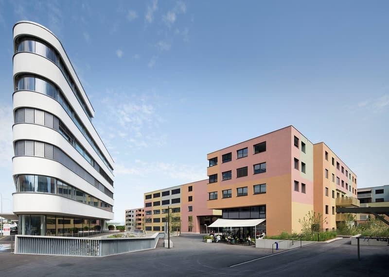 Büroräumlichkeiten im modernen Zentrum Staldenbach zu vermieten