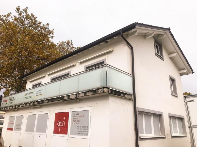 Spacieux appartement de 5.5 pièces situé à moins de 10 minutes de l'EPFL, de l'autoroute et des centres commerciaux