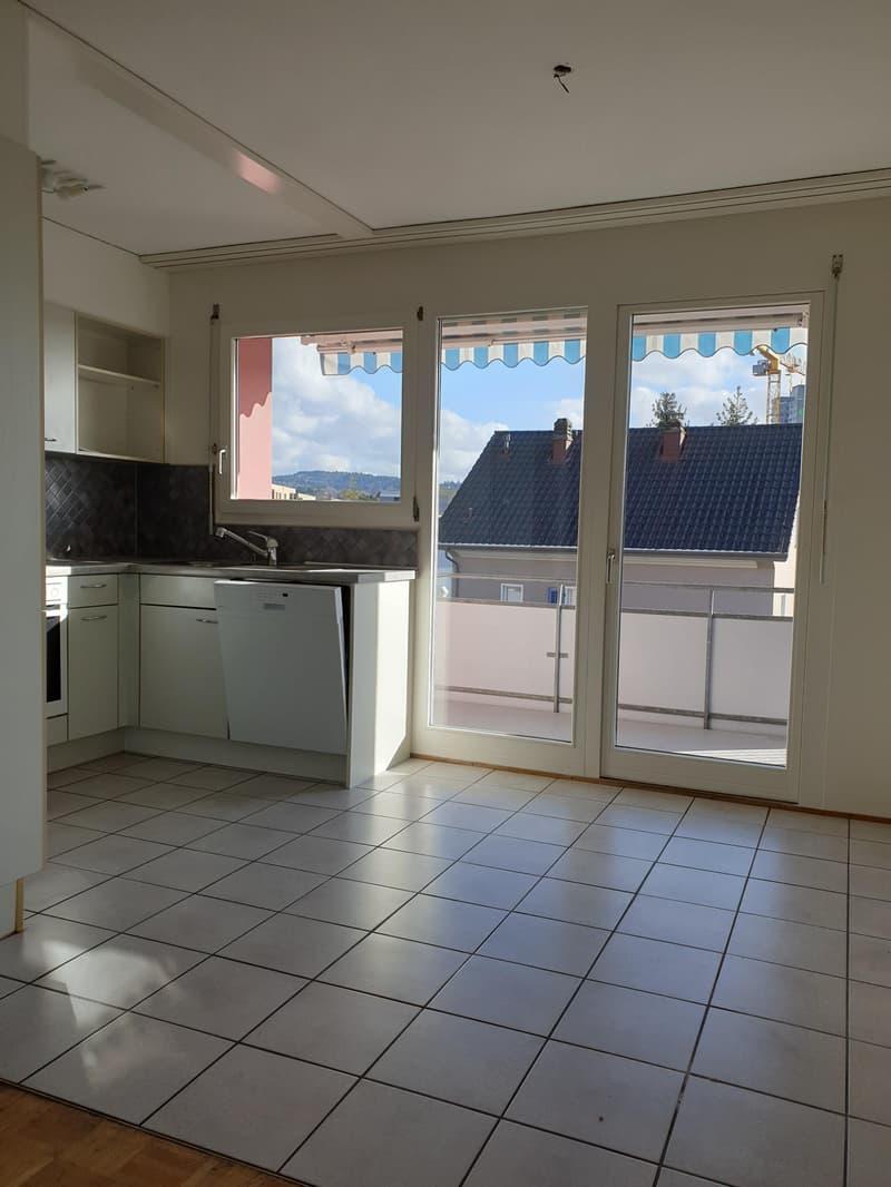 Küche mit direktem Zugang zu Balkon