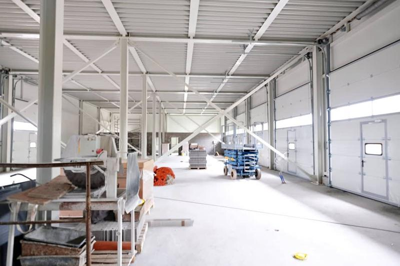 Halles industrielles + Bureaux divisibles à louer