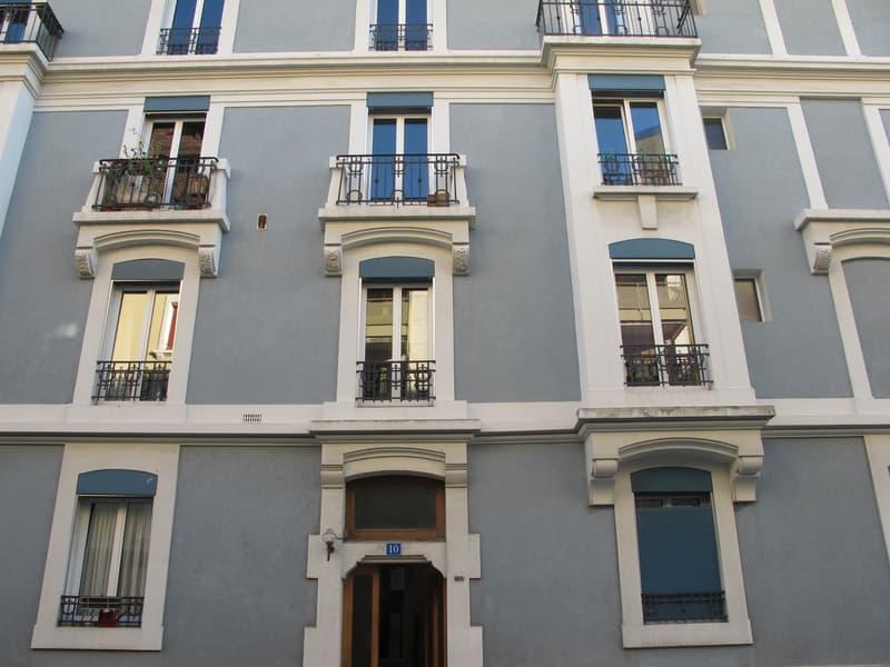 Appartement meublé de 2.5 pièces, quartier tranquille sous-gare