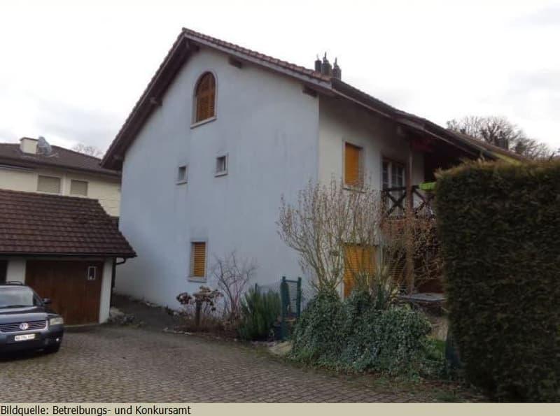 *Wohnhaus mit Garten*