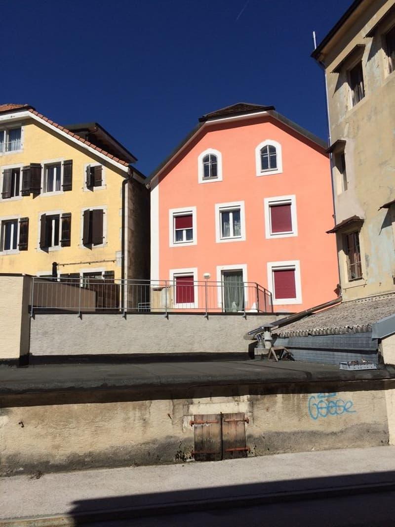 Bel appartement rénové de 3 pièces avec terrasse Au centre de Fleurier