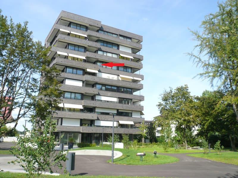 helle, moderne 2.5 Zimmer Wohnung mit Balkon und eigener Waschküche