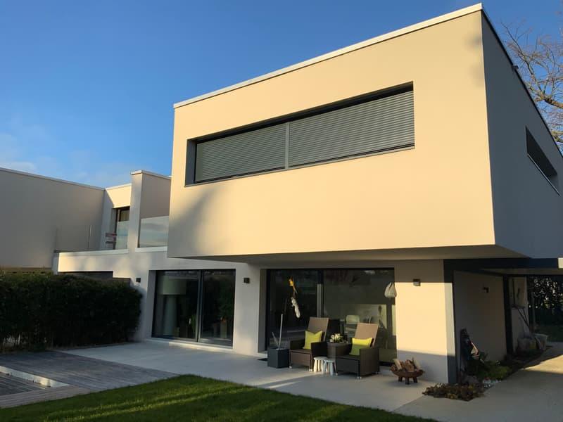 Villa jumelle récente avec piscine à Vesenaz