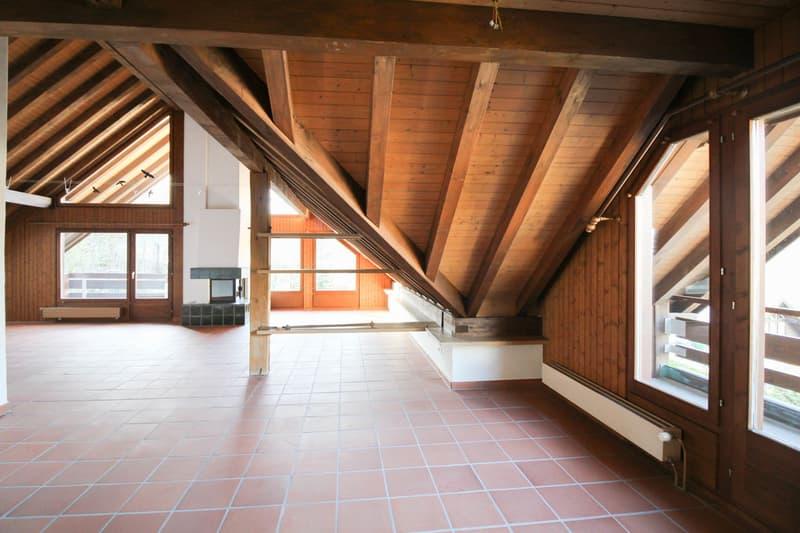 Herrschaftlicher Wohn- und Essbereich mit Balkonzugang