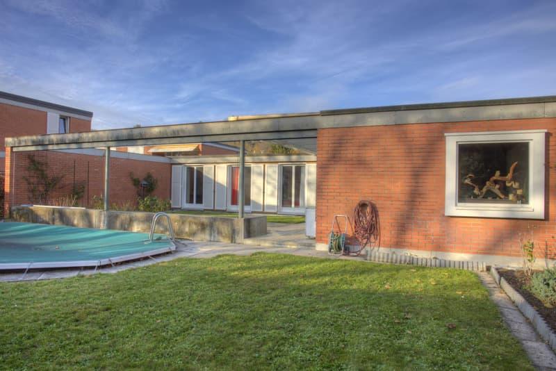 5.5-Zimmer-Atriumhaus mit Hobbyraum und zwei Garagenboxen