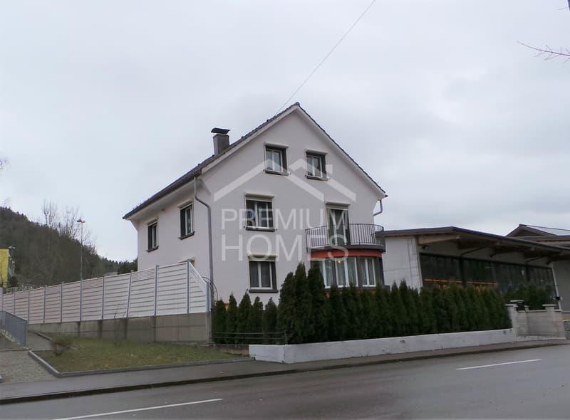 Grossflächiges 8.5 Zi-Haus mit Traumgarten!