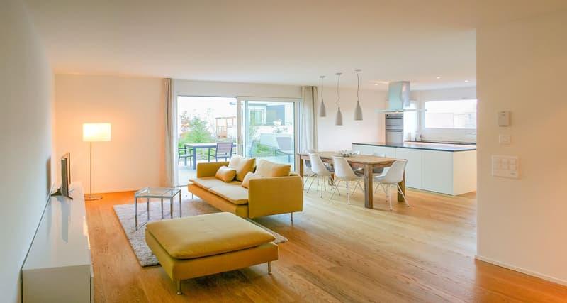 Neuwertige, voll möblierte 2.5 Zi. - Wohnung - 115 m² - mit hohem Ausbaustandard & grosser Terrasse!