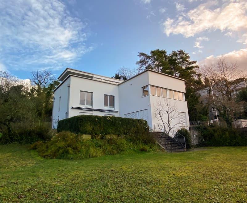 Einmaliges Einfamilienhaus mit viel Privacy und wunderschönem Garten.