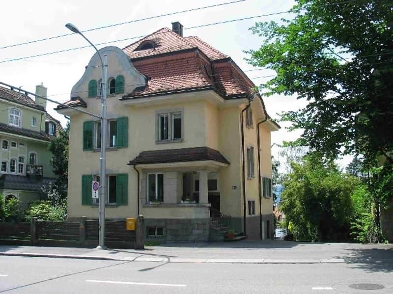 Liegenschaft mit Aussicht auf den Zürichsee - 1 bis 3 Büroräume zu vermieten