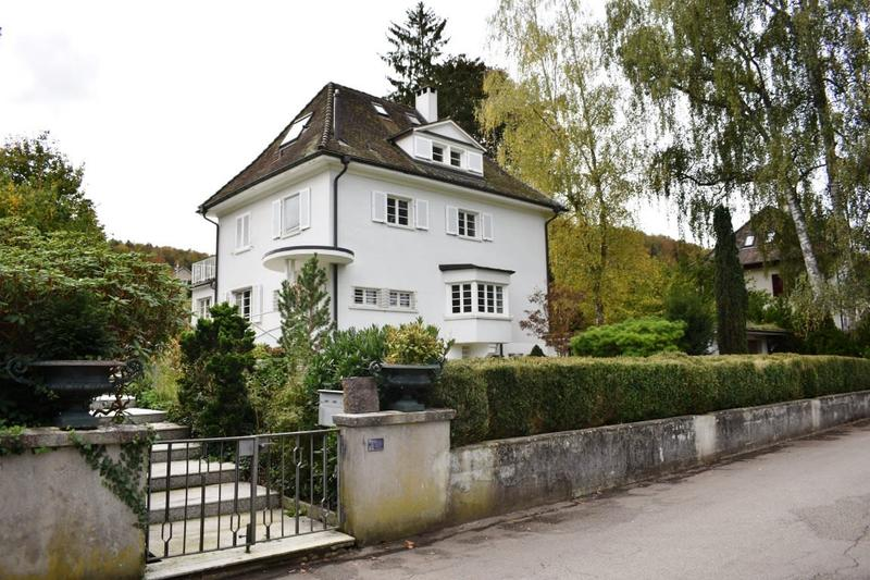 Einfamilienhaus im Villenstil an bester Lage mit Pool