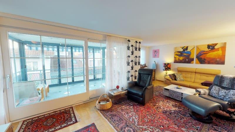 Gepflegte 4.5 Zimmer Wohnung mit verglastem Balkon