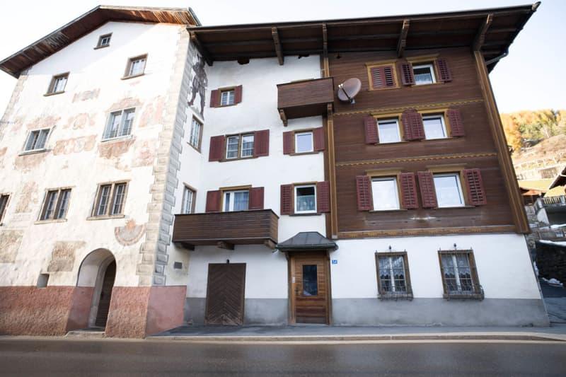 Historisches Haus im Dorfkern von Sumvitg