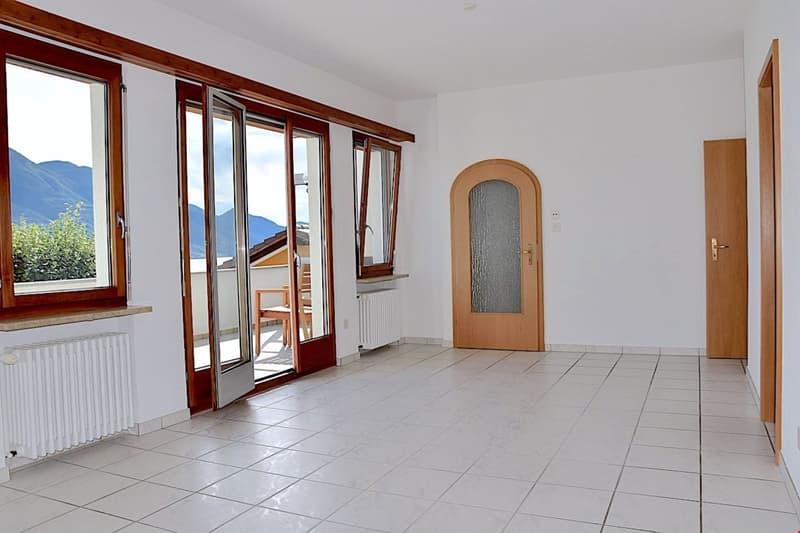 TENERO - Zentrale 3 Zimmer Wohnung mit Terrasse und SEESICHT