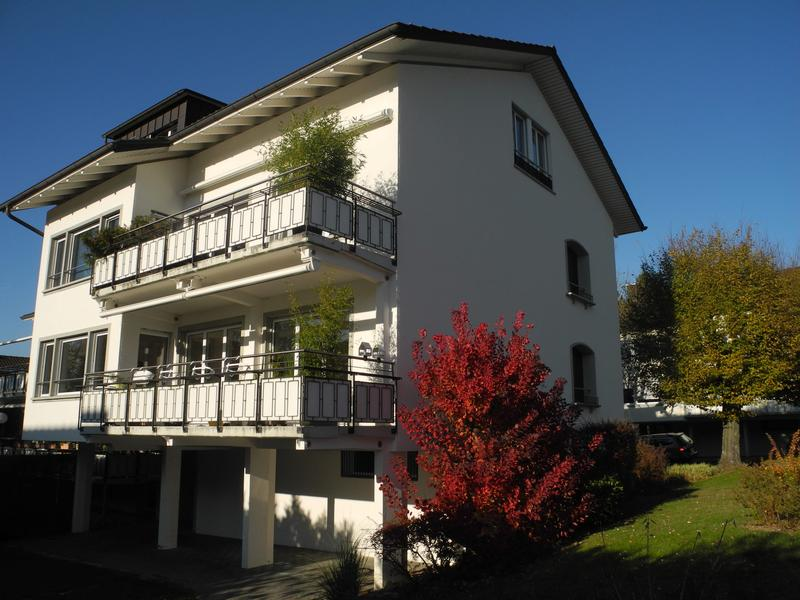 Modern ausgebaute Wohnung mit Balkon im Grünen