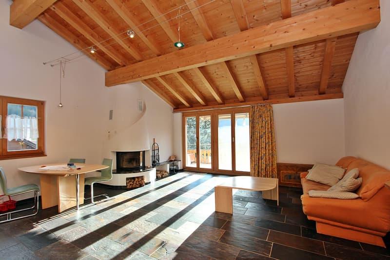 Lichtdurchflutetes Wohnzimmer mit wunderbarer Raumhöhe