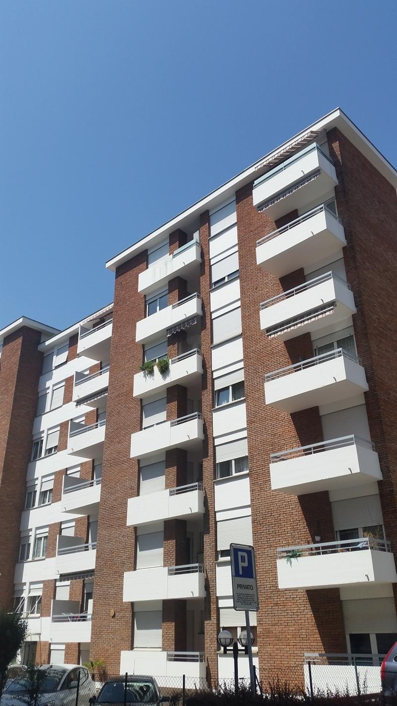Centrale,Confortevole Appartamento loc 1,5 con Balcone, Cantina